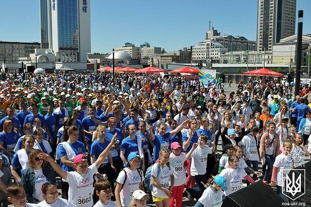 Впервые в истории проведения мероприятия любители спорта имели возможность принять участие в Олимпийском дне командой / noc-ukr.org