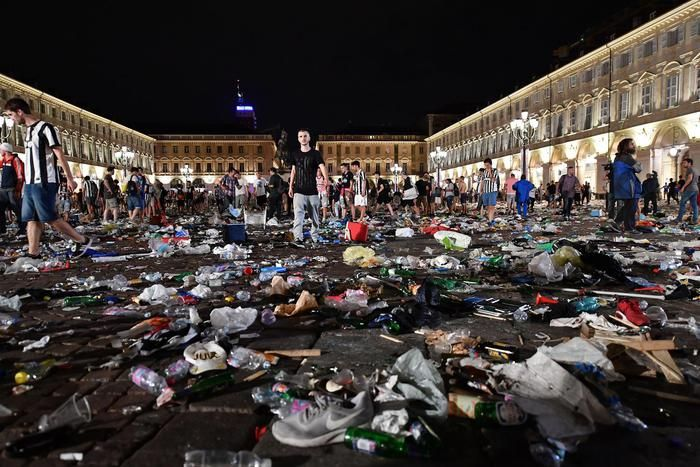 Two remain critical after Turin stampede / social networks