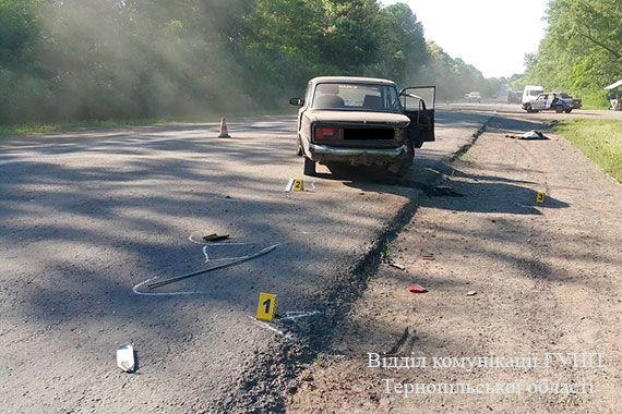 Водій одного з автомобілів врізався лівим переднім крилом у інше авто / Фото відділі комунікації ГУНП Тернопільської області