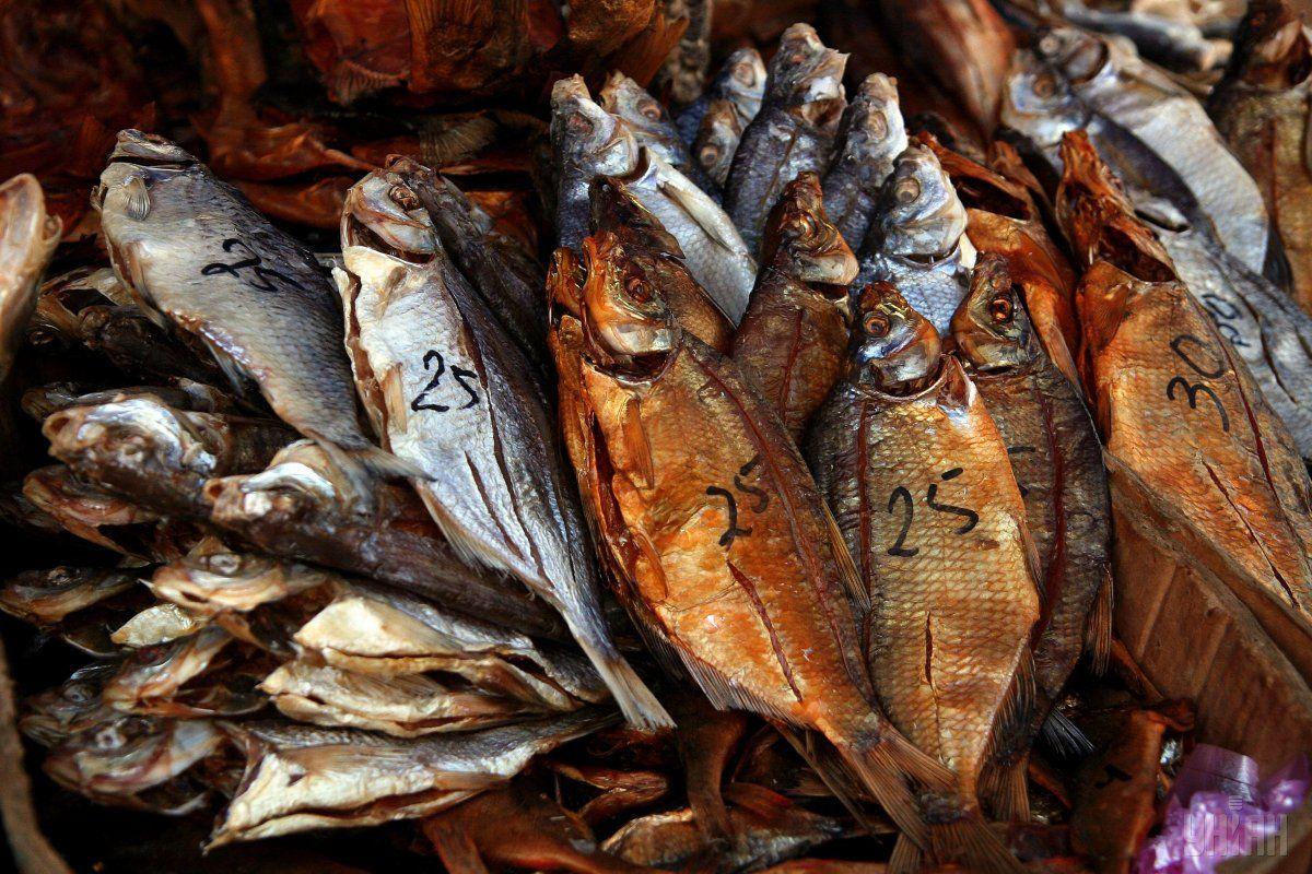 Мужчина и его супруга ели рыбу / фото УНИАН