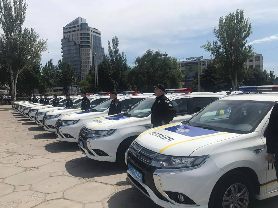 Поліція отримала нові машини / фото: МВД
