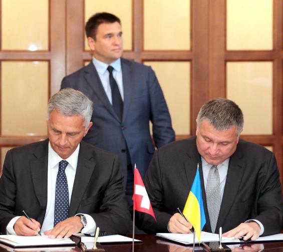 Глава МВС Арсеній Аваков підписав угоду про реадмісію / Twitter Арсен Аваков