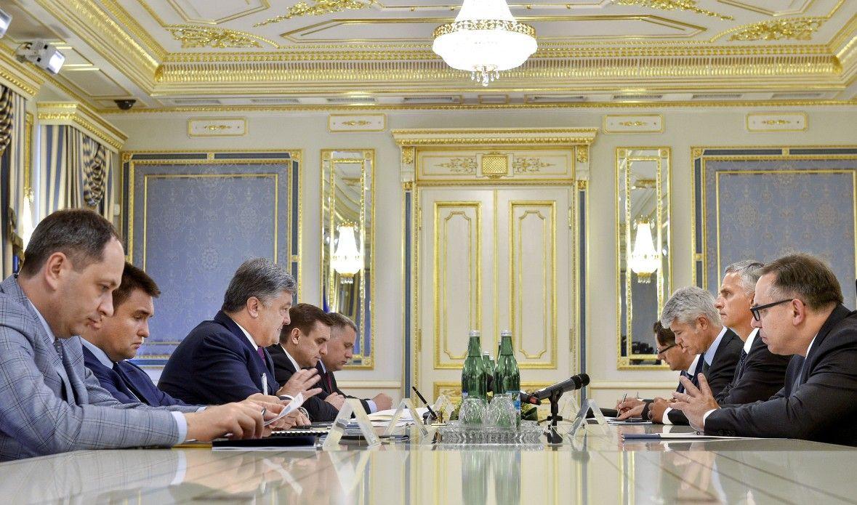 Украина и Швейцария сегодня подписали договор о безвизовом режиме / Адміністрація президента