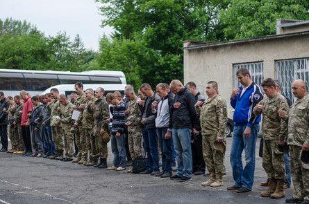 На таких зборах резервісти відновлюють знання, які отримали в зоні проведення АТО / Фото прес-служби Тернопільської ОДА