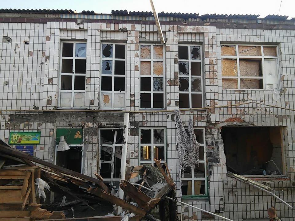 В результате прямых попаданий загорелись здания и техника / фото facebook.com/oleh.slobodyan