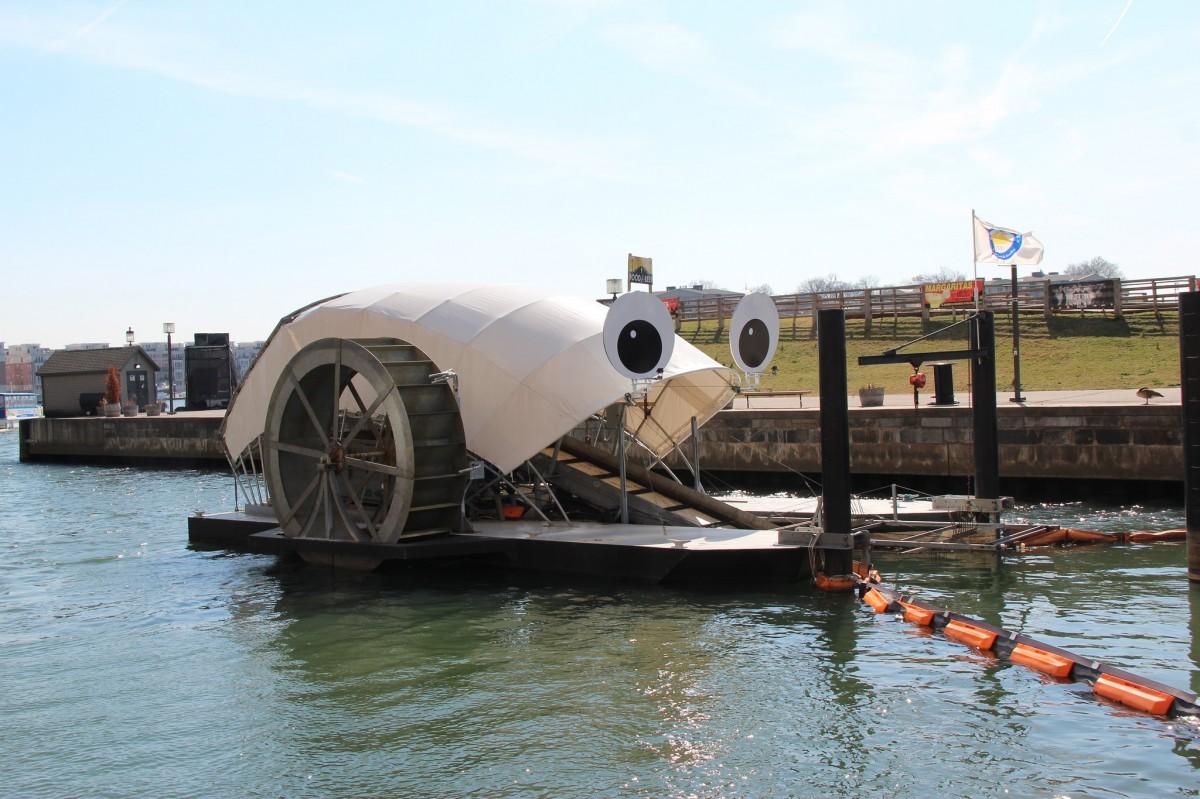 Помимо очищения реки, мусорная установка насыщает воду кислородом / Waterfront Partnership