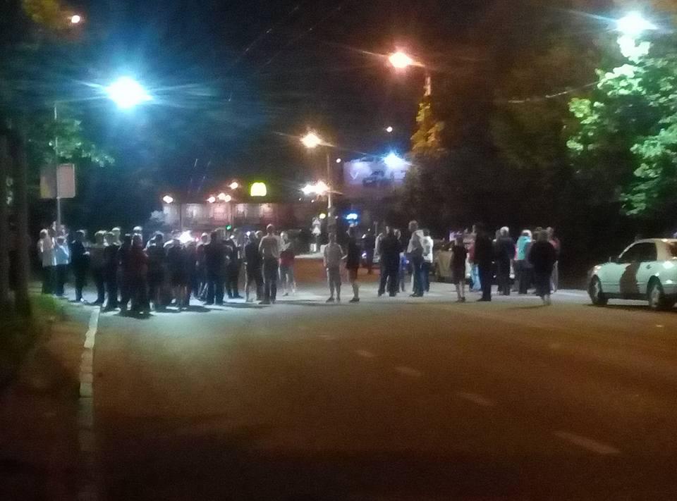 Люди требовали вывезти мусор с площадок / фото facebook.com/groups/govarta1
