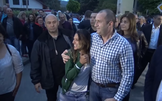 Туристка из Бразилии непринужденно поговорила с президентом Болгарии / фото скрин видео