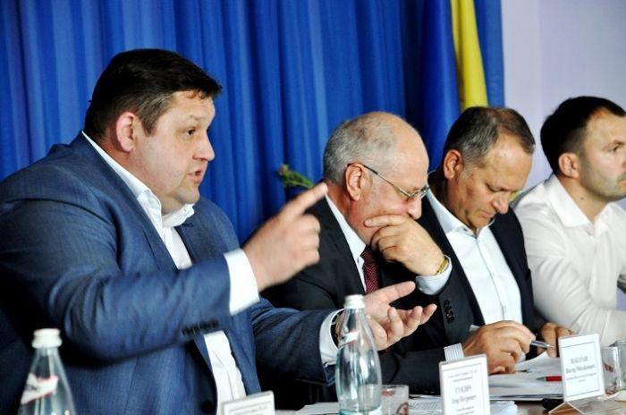 Учасники зустрічі у Полонному Хмельницької області напрацювали пропозиції до протокольного рішення / фото oda.zt.gov.ua