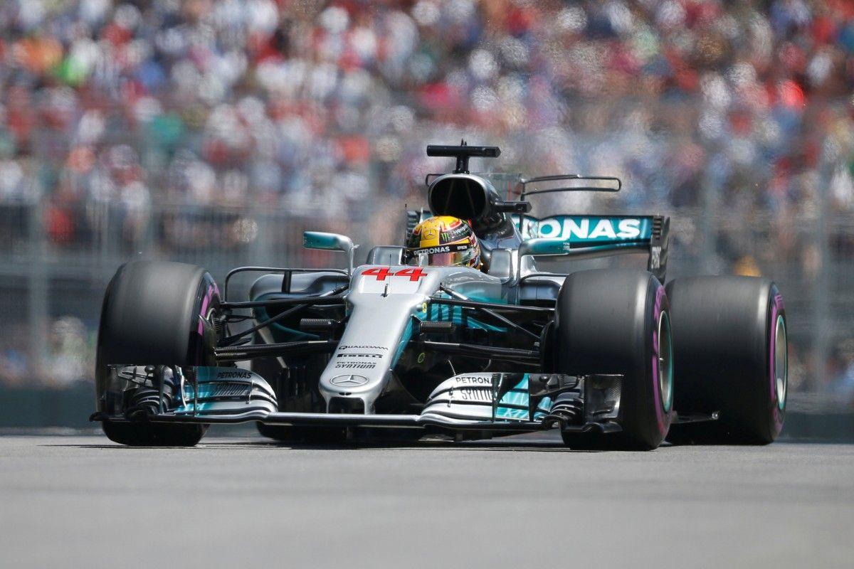 Хэмилтон будет стартовать на Гран-при Канады с первой позиции / Reuters