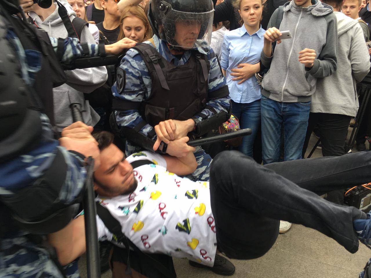 У МВС Росії вважають, що батьки повинні нести відповідальність за участь підлітків у мітингах