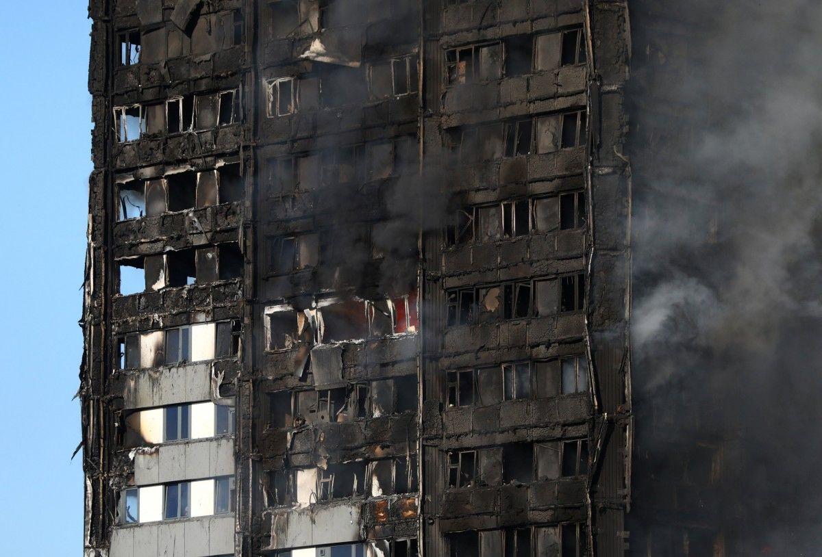 Сгоревшая высотка / REUTERS