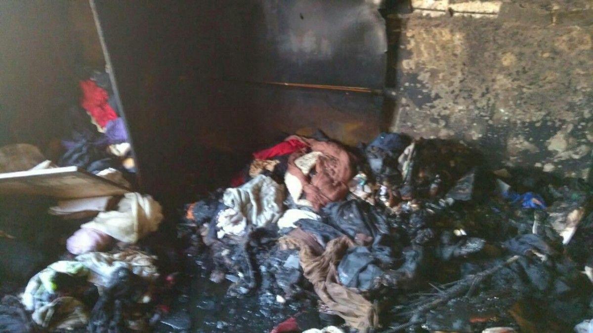 Пожар вызвал плотное задымление в подъезде / фото пресс-служба Госчс