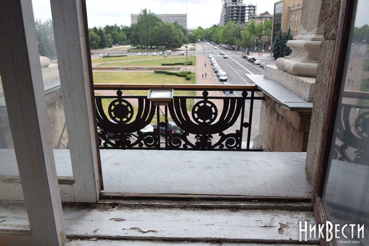 Мэр Николаева удалился отполицейских и корреспондентов через балкон
