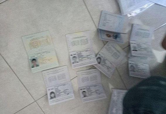 Изъятые паспорта граждан Украины / фото Нацполиция Киева