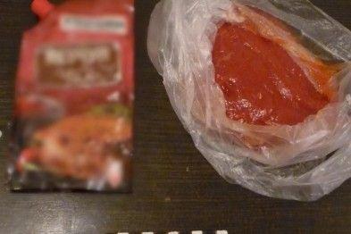 Співробітники колонії в упаковці з кетчупом знайшли заборонені предмети / 057.ua