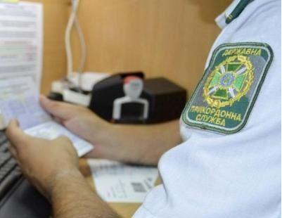 Під час перевірки встановлено, що паспортине належать людям, які їх подали \ фото ДПСУ