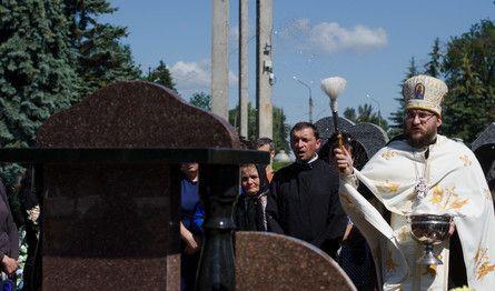 У Тернополі відкрили пам'ятник на могилі загиблого бійця /