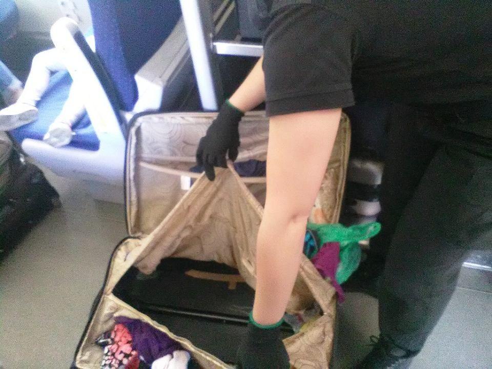 Чемодан, в котором таможенники обнаружили мальчика / фото Gazeta Wyborcza