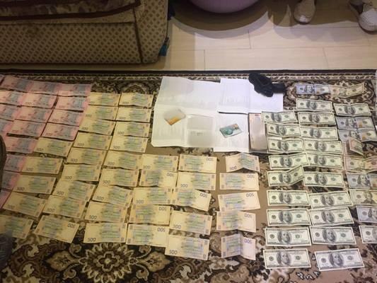 Преступника поймали на взятке в $7,5 тысяч / пресс-служба СБУ