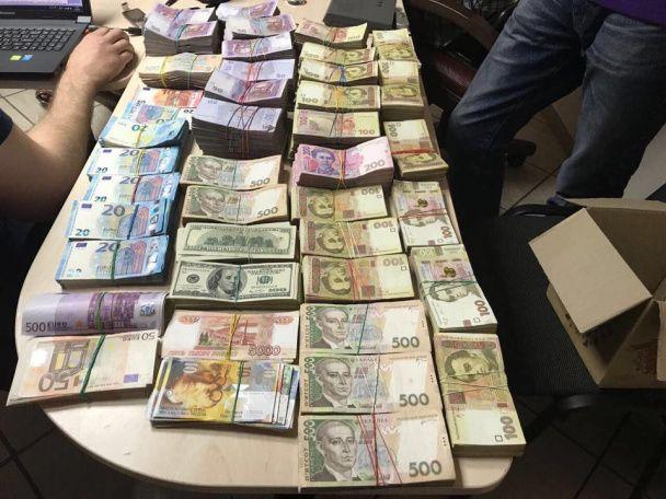 Изъято средств в национальной и иностранной валюте на общую сумму почти 20,5 млн гривен / фото kyiv.gp.gov.ua
