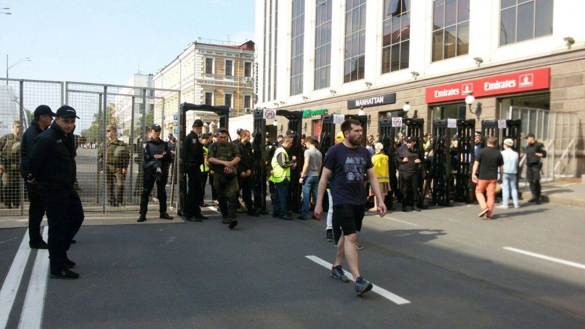 Правоохоронці закликають киян і гостей міста дотримуватися встановлені правила поведінки / Facebook Оксана Блищик