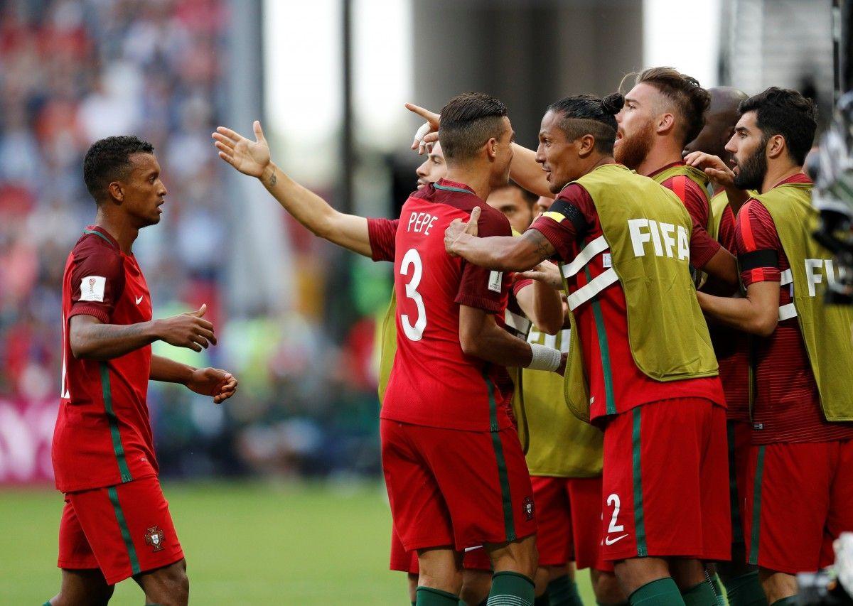 Гол сборной Португалии не был засчитан после просмотра видеоповтора / Reuters