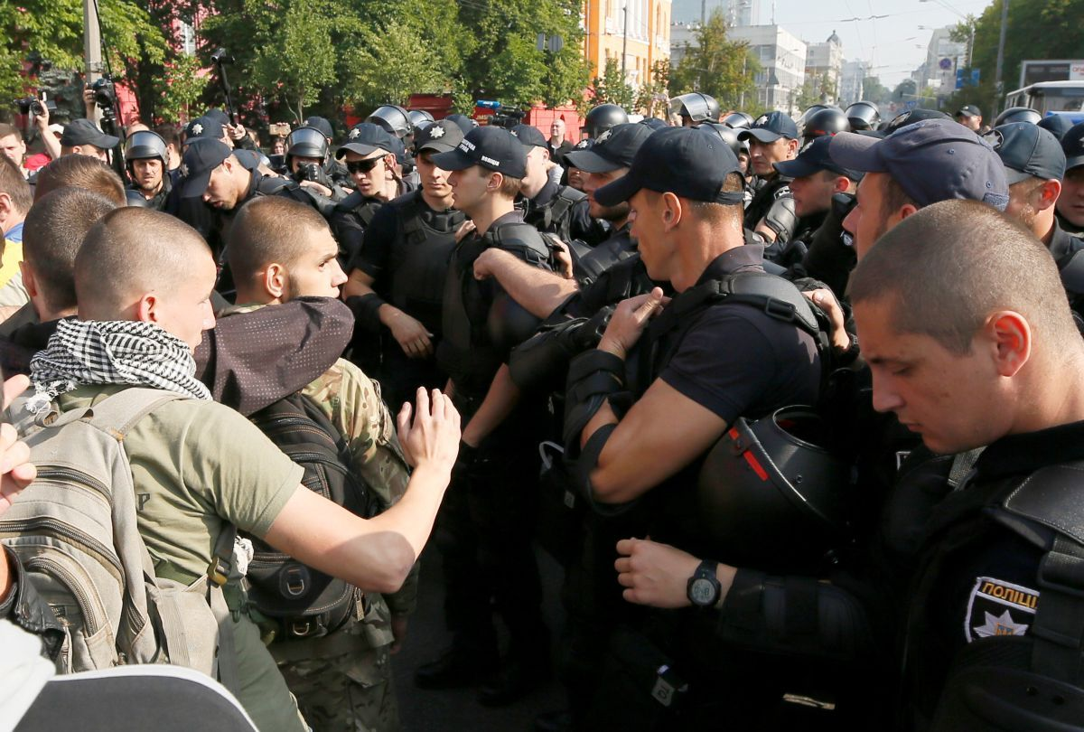 "Столкновения полиции с представителями правых сил на акции ""Киевпрайд"" в 2017 году / REUTERS"