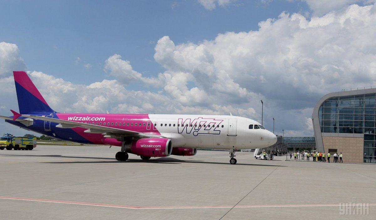 Лоукостер Wizz Air не літатиме з Жулян до травня / Фото: УНІАН