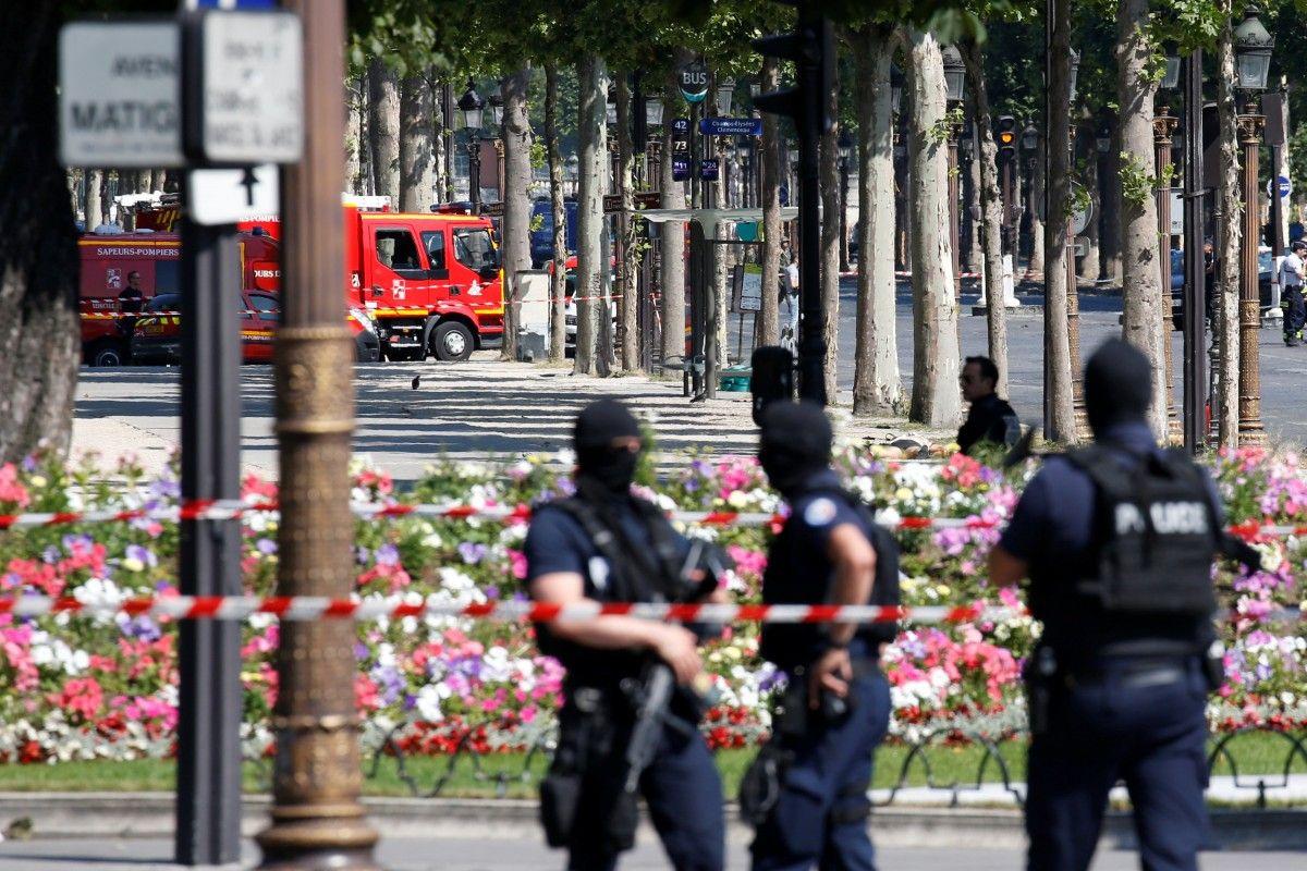 Місце зіткнення автомобілів у Парижі / REUTERS
