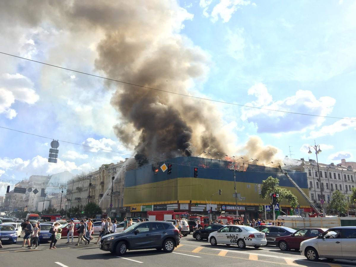 Масштабный пожар на Крещатике показали с высоты птичьего полета