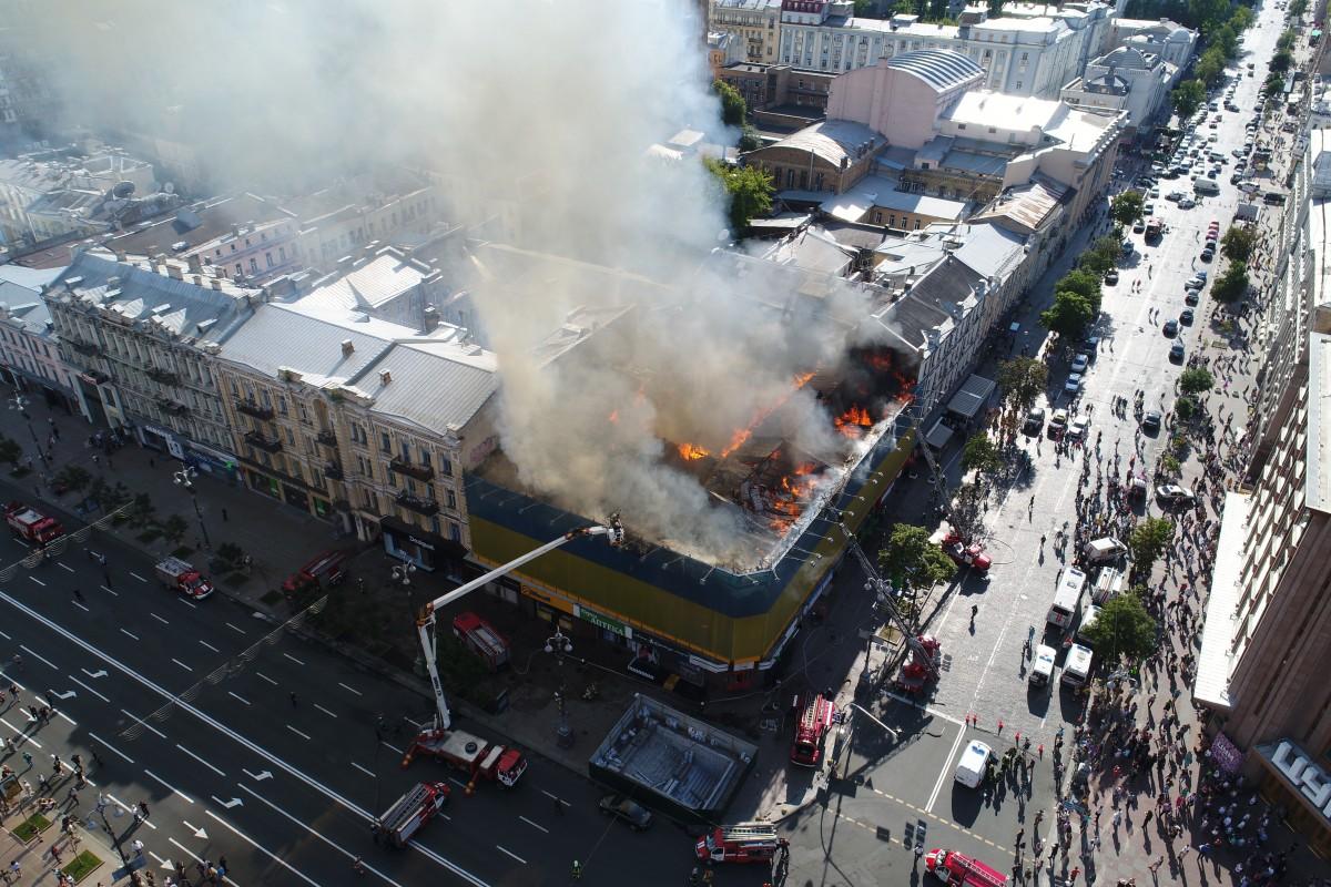 В соцсетях считают, что причина пожара - поджог в интересах застройщиков / Фото УНИАН