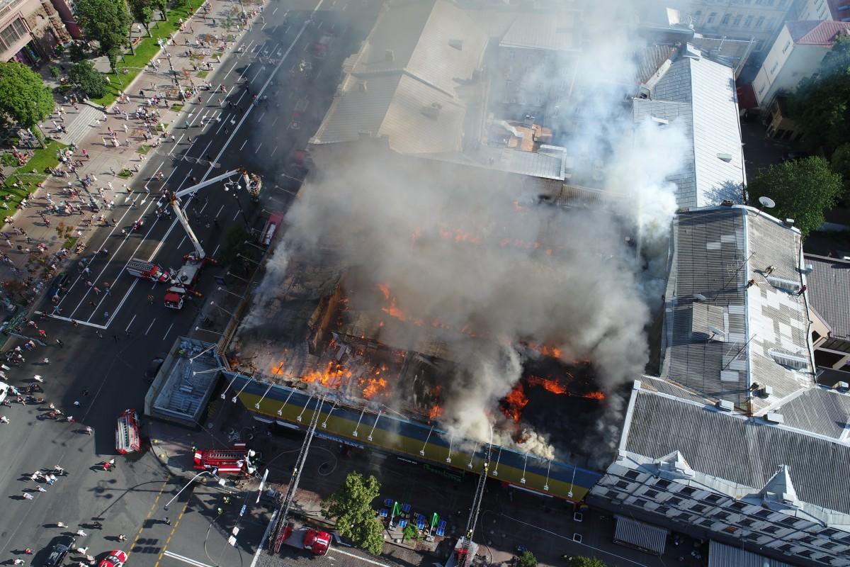 Вогонь може перекинутися на сусідні будинки \ УНИАН