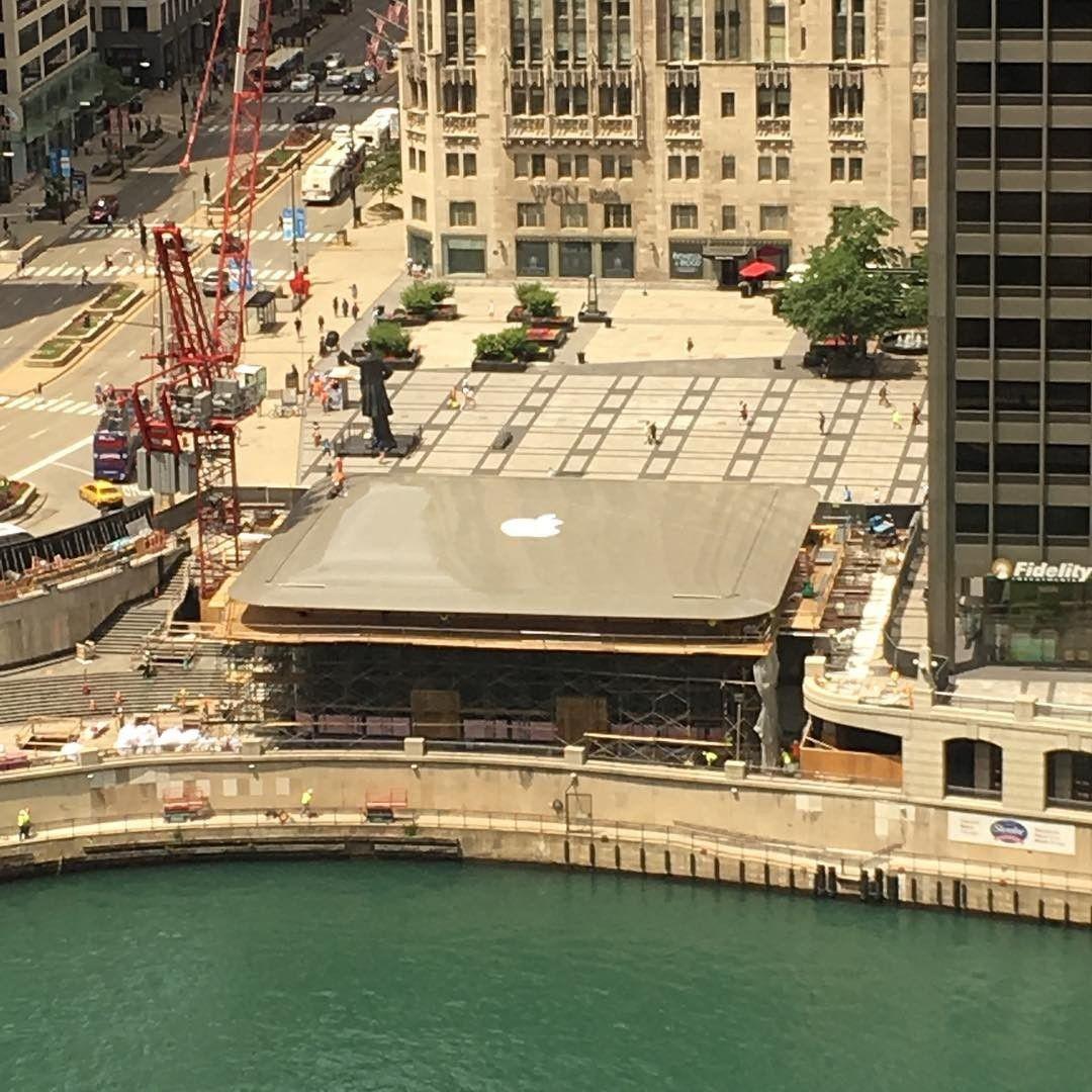 Наодной изулиц Чикаго появился огромный Mac Book Air