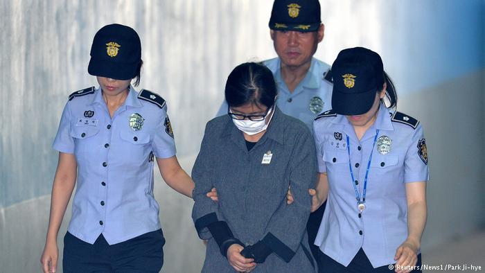 Подругу екс-президента Південної Кореї засудили до трьох років в'язниці
