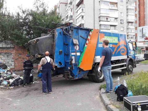 Перевізники обіцяють завершити вивезення сміття впродовж 2 тижнів / фото loda.gov.ua