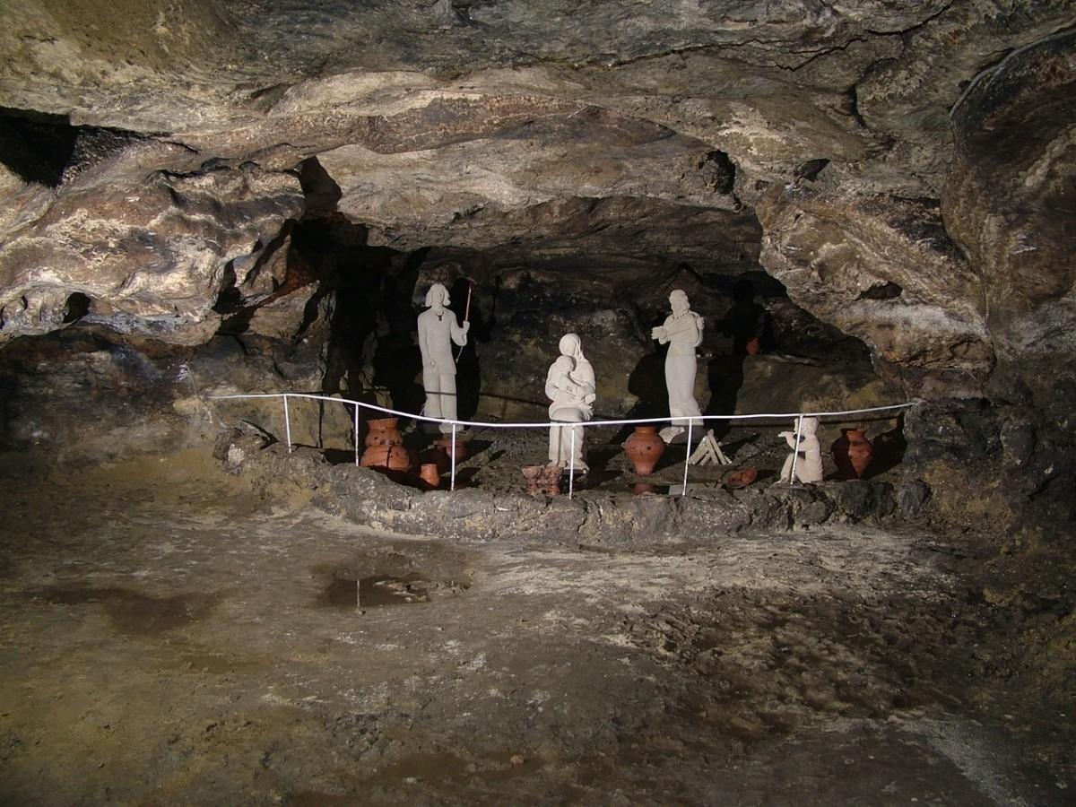Унікальність печери полягає в тому, що у ній знаходяться три верстви енеолітичної культури Кукутень-Трипілля / Стежками України