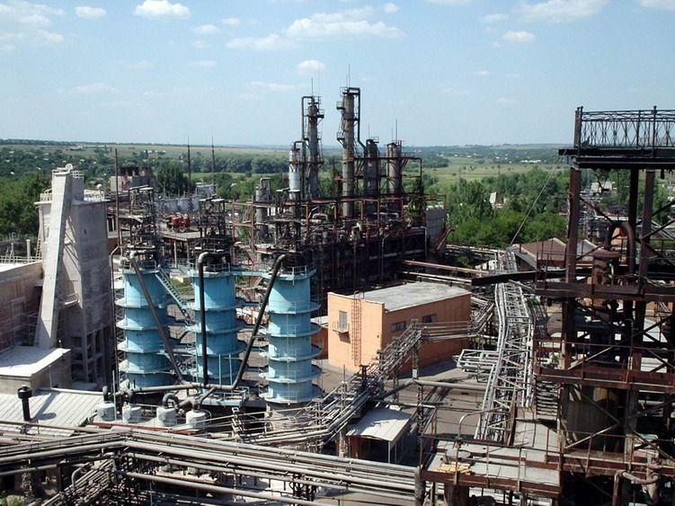 на Торецькому фенольному заводі може прорвати дамбу резервуару з відходами / фото ua-1.com