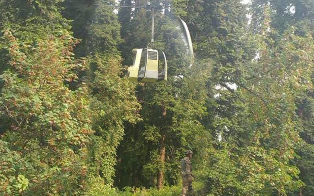 Семь человек погибли врухнувшей кабине канатной дороги вГималаях