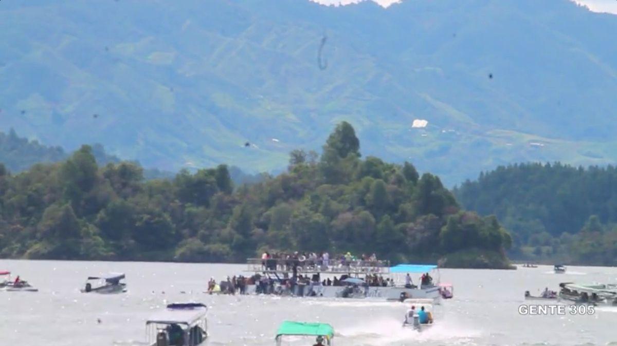 Судно со150 туристами затонуло вКолумбии