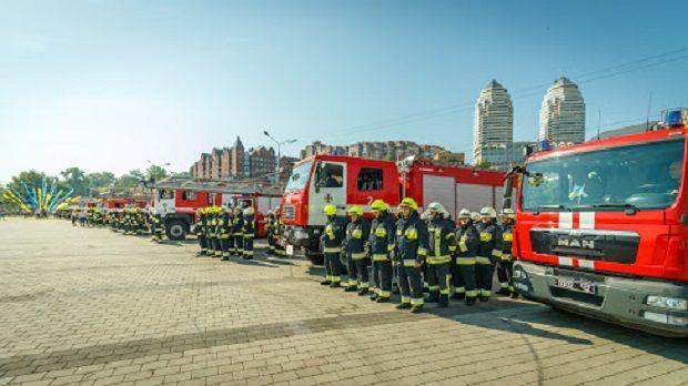Дніпро першим в Україні повністю оновив амуніцію вогнеборців
