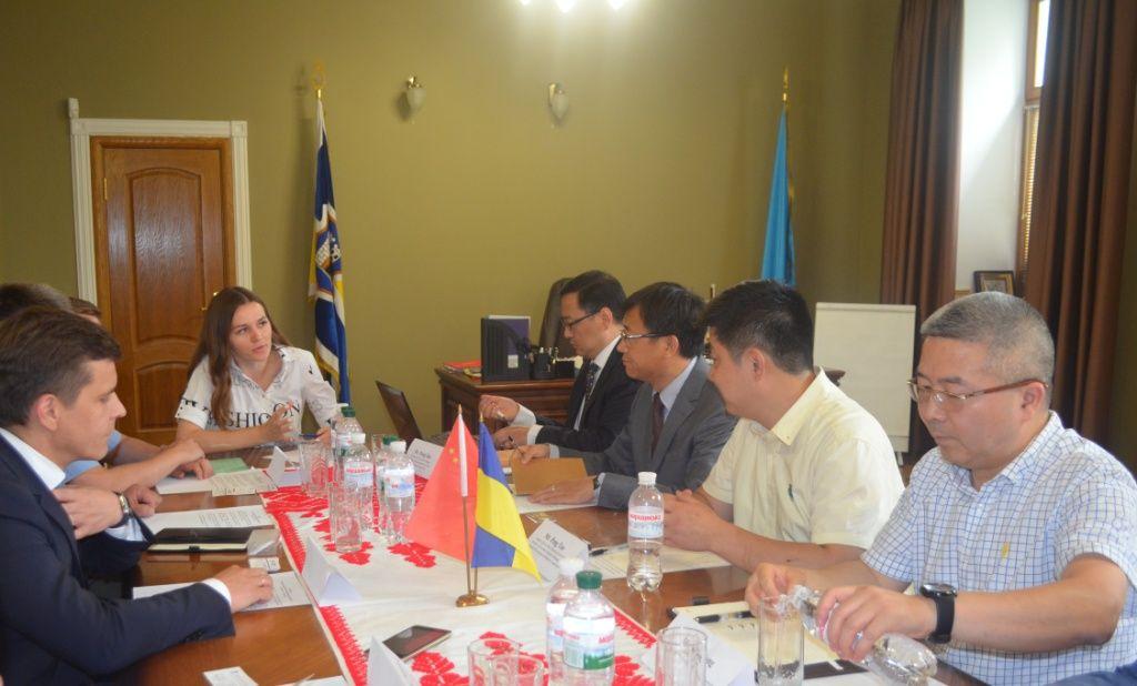 У Житомирі перебуває делегація китайських інвесторів, зацікавлених в інвестуванні у сферу АПК та розвиток аеропорту