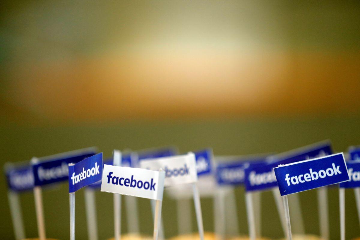 Эксперты узнали, как Facebook собирала данные пользователей через Zoom / Иллюстрация REUTERS