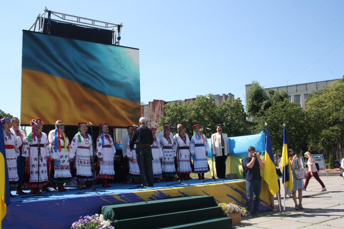У Житомирі з нагоди Дня Конституції України відбулося масове виконання гімну