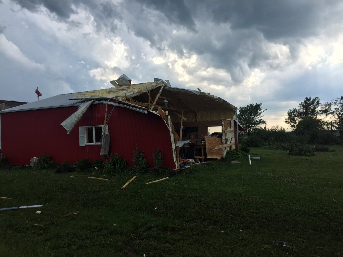 Наслідки торнадо у США / twitter.com @JoshSpreiterTV