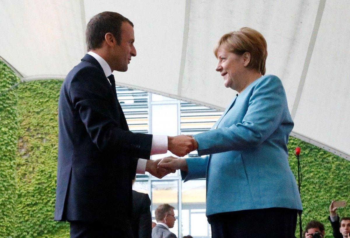 Эммануэль Макрон и Ангела Меркель / REUTERS