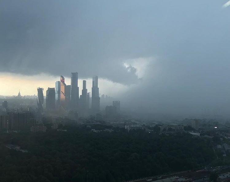 На Москву надвигается ураган / @olgazhivikina