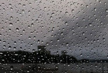 Завтра в Украине будет тепло, на западе пройдут дожди (видеопрогноз)