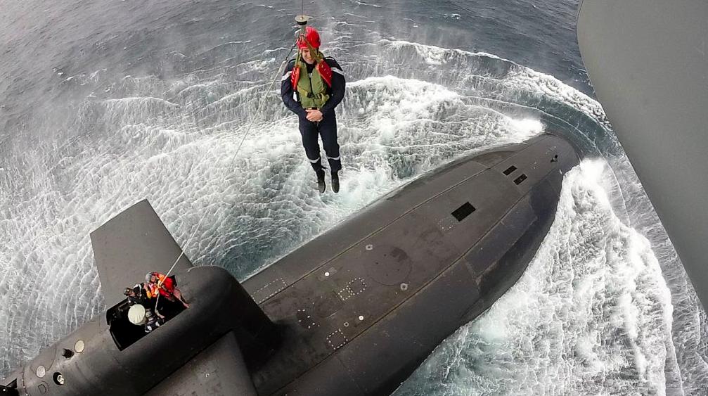 Макрон спустился на подводную лодку / фото @EmmanuelMacron