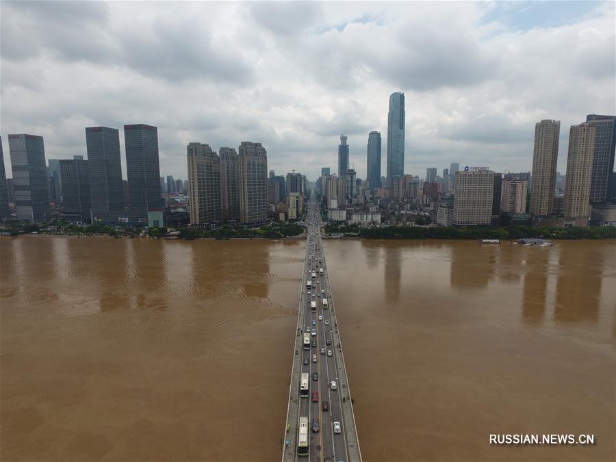 Рівень води в річці Сіцзян в Китаї перевищив небезпечну позначку / Xinhua